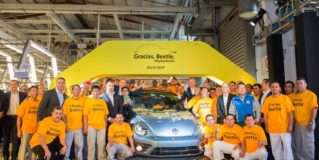 El VW Beetle dice adiós definitivamente: Este es el último fabricado en México